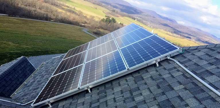 ¿Qué es un sistema de panel solar híbrido y cómo funciona?